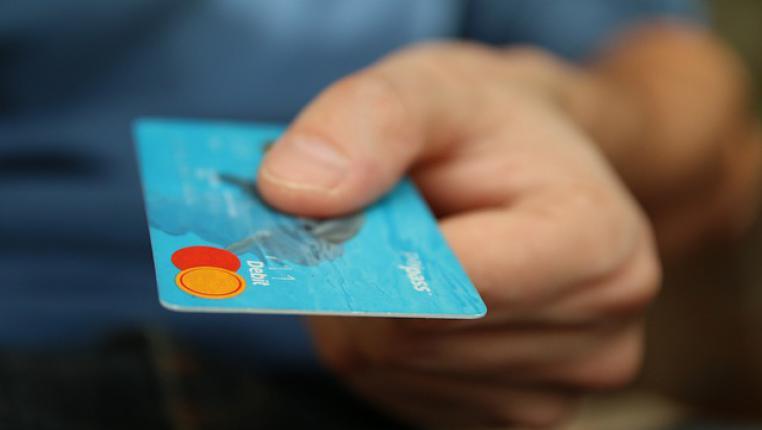 Кредит онлайн на карту без отказа, фото паспорта